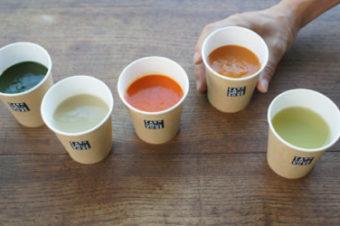 シェフの瞬間的な技術とセンスと、それを量産可能に加工する職人技。プロのタッグでスープがついに完成。